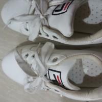 Sepatu sneakers preloved
