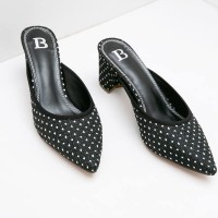 Berrybenka Sepatu Wanita Mules Shoes Qaline Febitha Dots Mules Black