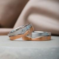sepasang cincin tunangan murah