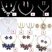 Set Perhiasan Anting + Kalung Pesta dengan Kristal Berkilau