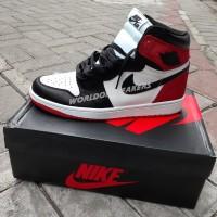 Air Jordan 1 Retro High OG - Satin Black Toe