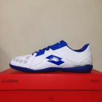 spt Q ~ Sepatu Futsal Lotto Squadra IN White Dawn Blue L01040012