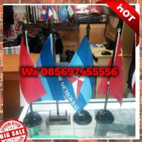 Tiang Bendera Meja Kayu dan Bendera Meja