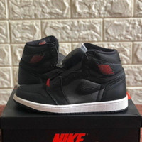 Sepatu Sneakers Nike Air Jordan 1 Satin Black