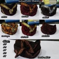 Topi khas bali ikat kepala udeng batik pakaian adat bali