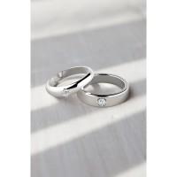 sepasang cincin tunangan simple elegan