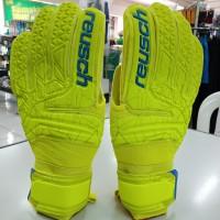 Sarung tangan kiper goalkeeper gloves reusch 5583 original