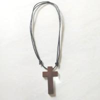 Kalung salib Kayu tali tarik ulur ( kalung pria & wanita)