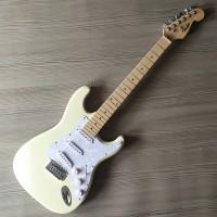 Gitar Listrik Fender Stratocaster White
