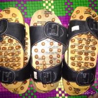 sandal kayu refleksi