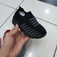 sepatu sport anak anak laki laki dan perempuan warna hitam SIZE 21-27