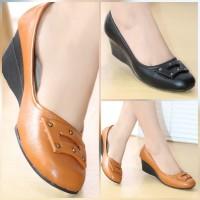 Sepatu Kerja Wanita Pantofel Kulit High Heels Sepatu Kantor BKK03