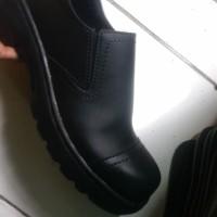 Sepatu Boots Pria Safety Pendek Tanpa Tali Ujung Besi Murah Grosir