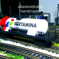 Miniatur Kereta api gerbong ketel BBM