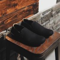 Sepatu Pria Slip On kasual Adidas Simple Hitam