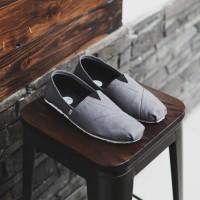 Sepatu Pria Slip On Santai Wakai Abu