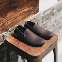 Sepatu pria Slip On Adidas Simple Coklat