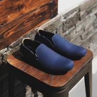 Adidas Simple Navy Sepatu Pria Slip On Santai Trendy