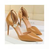 Lancip Sepatu Mutiara dengan High Ujung Heels Hiasan
