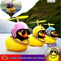 Bebek Helm Berbaling / Pajangan Untuk Mobil Dan Motor