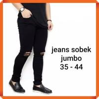 jeans jumbo pria celana panjang hitam sobek lutut