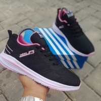 Sepatu Sneakers Adidas Pegasus cewek