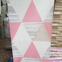 wallpaper stiker motif segitiga pink