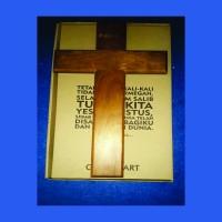 Salib Dinding Kayu Lebar Warna Natural ukuran 40 cm