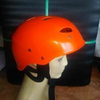 helm rafting arung jeram olahraga air arus deras