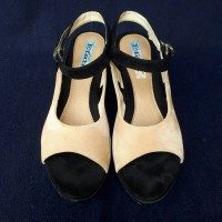 Wedges hitam cream