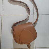 tas slempang hush puppies
