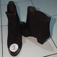*Preloved* Sepatu Boots Staccato Heels Wedges Bludru