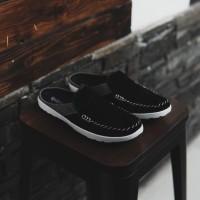 Sepatu Pria Slip On Bustong kickers Stiching Hitam