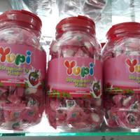 YUPI TOPLES JAR - PERMEN STRAWBERRY KISS