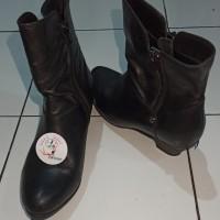 *Preloved* Sepatu Boots Wanita Bocorocco Wedges