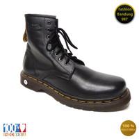 Sepatu boots model tali bahan kulit asli sepatu boots pria keren