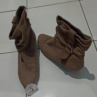 *Preloved* Sepatu Boots Millies Bludru Wedges