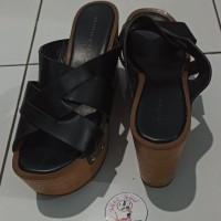 *Preloved* Sandal Wedges Charles And Keith