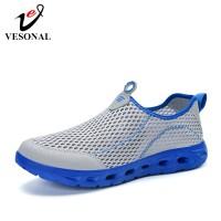 Vesonal Musim Panas SLIPON Ringan Mesh Sneakers Pria Sepatu Kasual