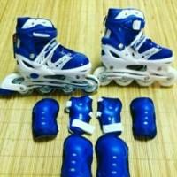 Sepatu Roda Inline dan Pelindung Lutut Sikut Telapak Tangan