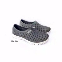 Sepatu Karet Pria Slip On Lubang Keren ATT PSO 159 - Abu-abu, 37