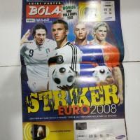 Majalah tabloid bola edisi poster striker euro 2008