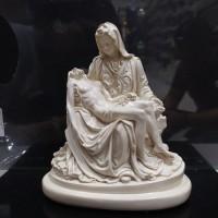 patung pieta