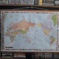 Peta gantung dunia bendera (political)