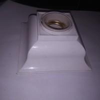 Fitting Lampu Plafon Keramik Segi Empat