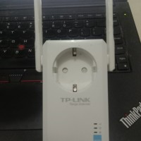 TP-LINK WiFi Range Extender with AC Passthrough TL-WA860RE