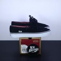 Sepatu Vans Zapato Black White Hitam Putih Flanel - Original Premium