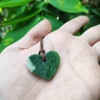 Liontin nephrite jade giok aceh bentuk love hati (2)
