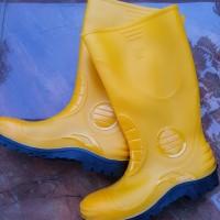 sepatu bot Jeep safety kuning tinggi boot proyek berkebun anti air