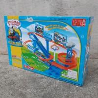 Mainan Track Luncur Thomas - Kereta Seluncur Tangga Spiral Baterai